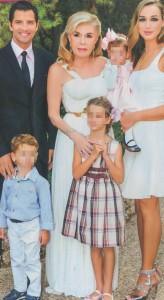 Σάκης Ρουβάς: Χόρεψε πεντοζάλι με παραδοσιακή κρητική φορεσιά στην βάφτιση της κόρης του