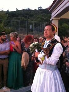 Γνωστός ηθοποιός παντρεύτηκε με παραδοσιακή φορεσιά (Φωτογραφίες)