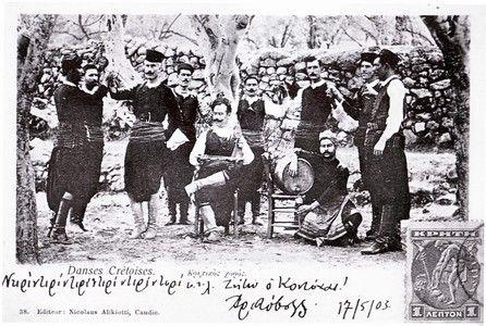"""Κρήτη, Αρχένες, 1903. Ο Ιωάννης Βαρδάκης ή Κοντόχας, ξακουστός λυράρης των Αρχανών. """"Ντίρι ντίρι το ποτήρι. Ζήτω ο Κοντόχας"""" γράφει η καρτ ποστάλ."""