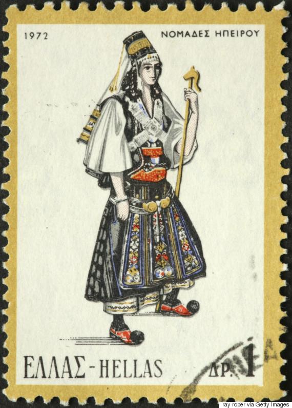 Γυναικεία φορεσιά των Νομάδων της Ηπείρου (1972). Η ενδυμασία φοριόταν από τους Αρβανιτόβλαχους που ονομάζονταν Καραγκούνηδες της Ηπείρου. Αποτελείται από λευκό πουκάμισο με κέντημα στον ποδόγυρο και την τραχηλιά, μαύρο σεγκούνι και υφαντή ποδιά. Στο κεφάλι φορούν πρόσθετες κοτσίδες ενώ ο κεφαλόδεσμος αποτελείται από ψηλό κωνοειδές καπέλο που τη βάση του περιτρέχει ασημένιο έλασμα, ως διάδημα. Οι ασημένιες αλυσίδες στο στήθος, η ζώνη με την πόρπη, το κεμέρι, και τα βραχιόλια συμπληρώνουν τη φορεσιά.