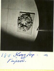 Το κουλούρι που δινόταν στους καλεσμένους του γάμου. Φωτογραφία από το 1955. ΛΕΒΕΝΤΕΙΟ ΜΟΥΣΕΙΟ