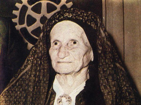 Η Δέσποινα επικοινωνούσε με το Καστελόριζο μέσω των ψαράδων που πήγαιναν συχνά στη βραχονησίδα. Οι κάτοικοι του Καστελόριζου την αποκαλούσαν Η Κόρη της Ρω.